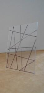 """una maqueta representando un panel """"laberíntico-reticular"""", unidad básica de la escenografía."""